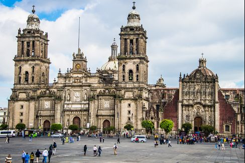Metropolitan Cathedral in the Plaza de la Constitución is a pilgrimage site for tourists of all stripes.