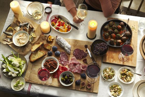 The Do's and Don'ts of Throwing the Best Dinner Party Ever