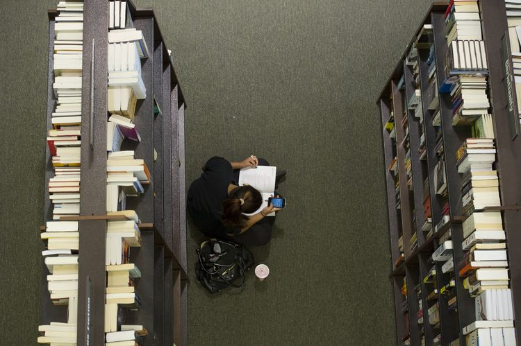 Bookstores Not Dead Yet as Riggio Bets on Barnes & Noble