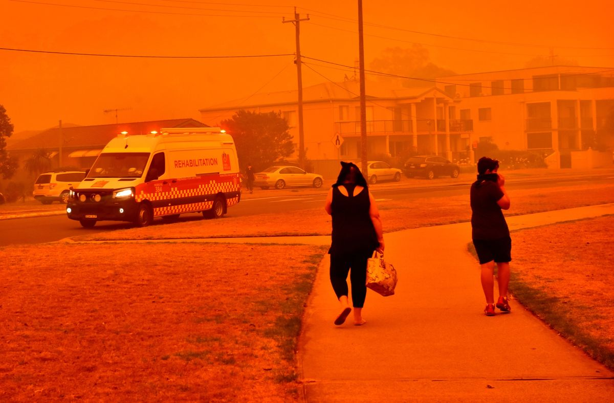 Australian Beach Towns Ablaze as Wildfire Crisis Intensifies