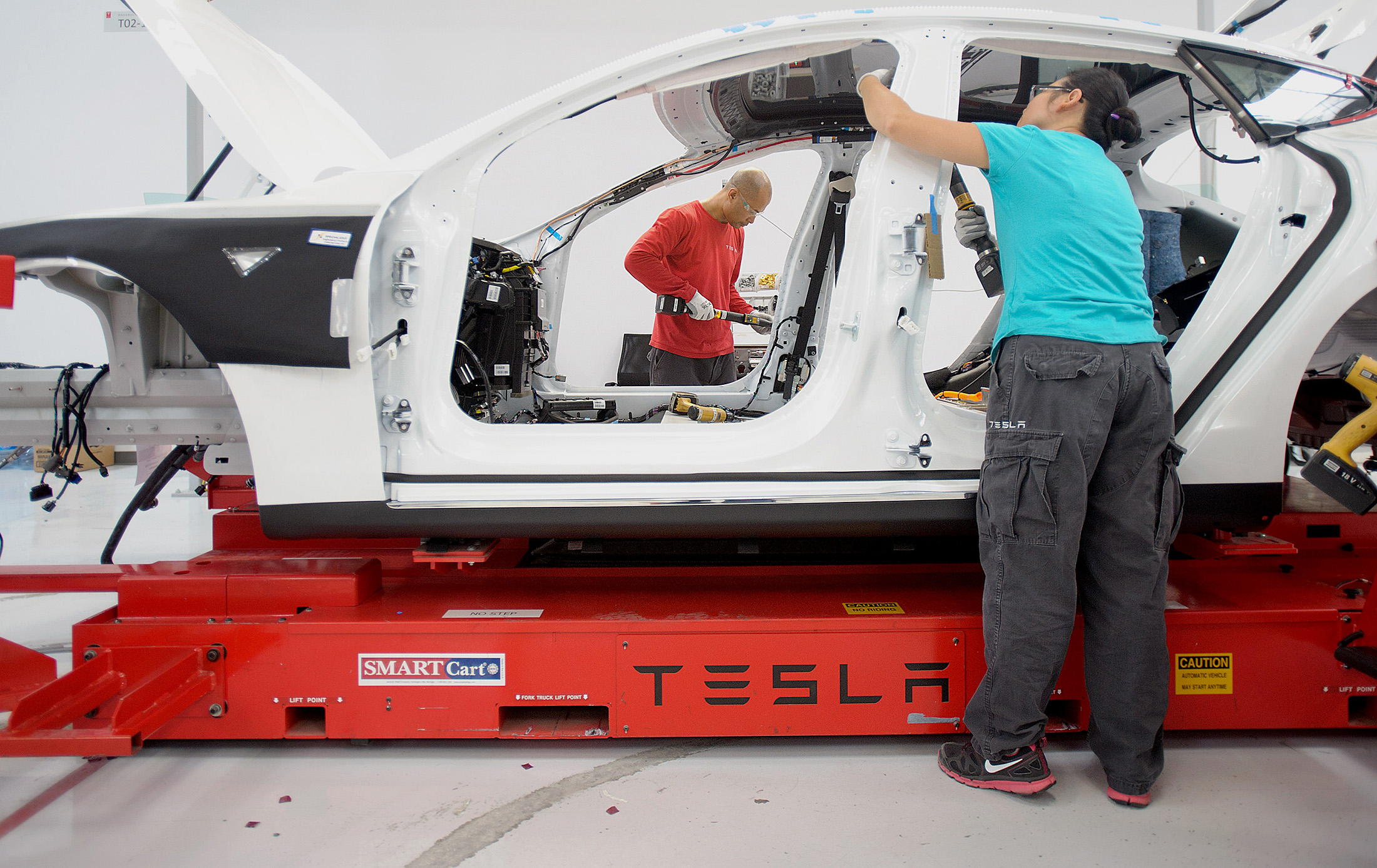 Tesla Workers Union Push Gets Uaw Support At California Plant Bloomberg