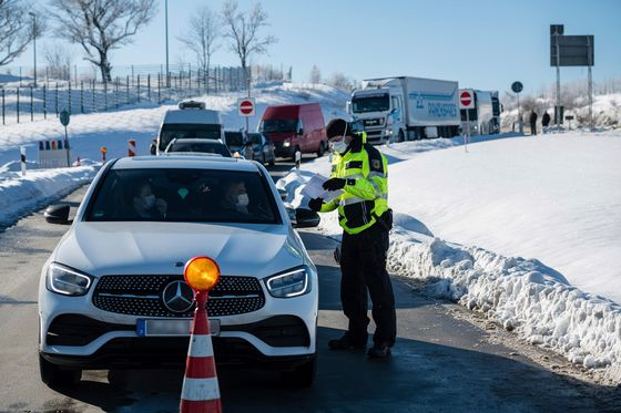 German Carmakers Fear Output Snags From Virus Border Checks