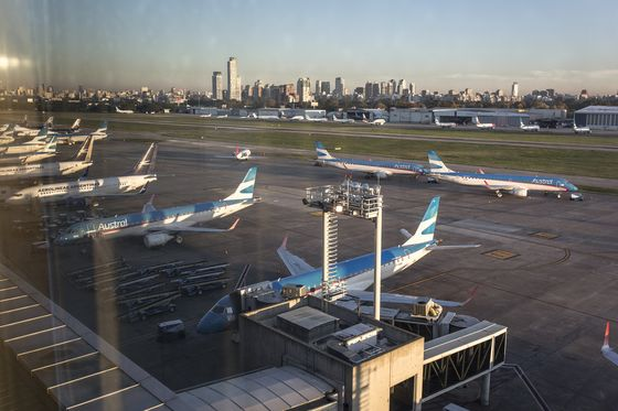 Argentina Risks Stranding Its Own Citizens Abroad, Airlines Warn