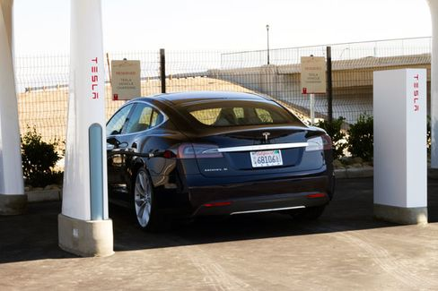 Electric Car Owners Face Confusion at the Charging Station