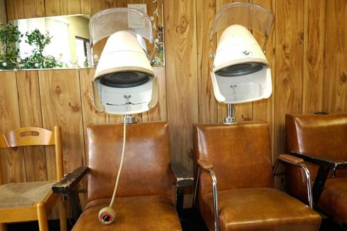 Beauty Salon Owners Envision a More Attractive Way to Tax Tips