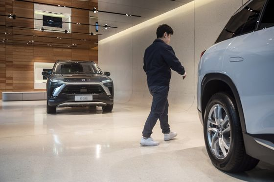 Million-Dollar Showrooms in Malls New Battleground for China EVs