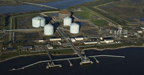 Apollo Said to Be Near Deal to Buy El Paso Oil Exploration