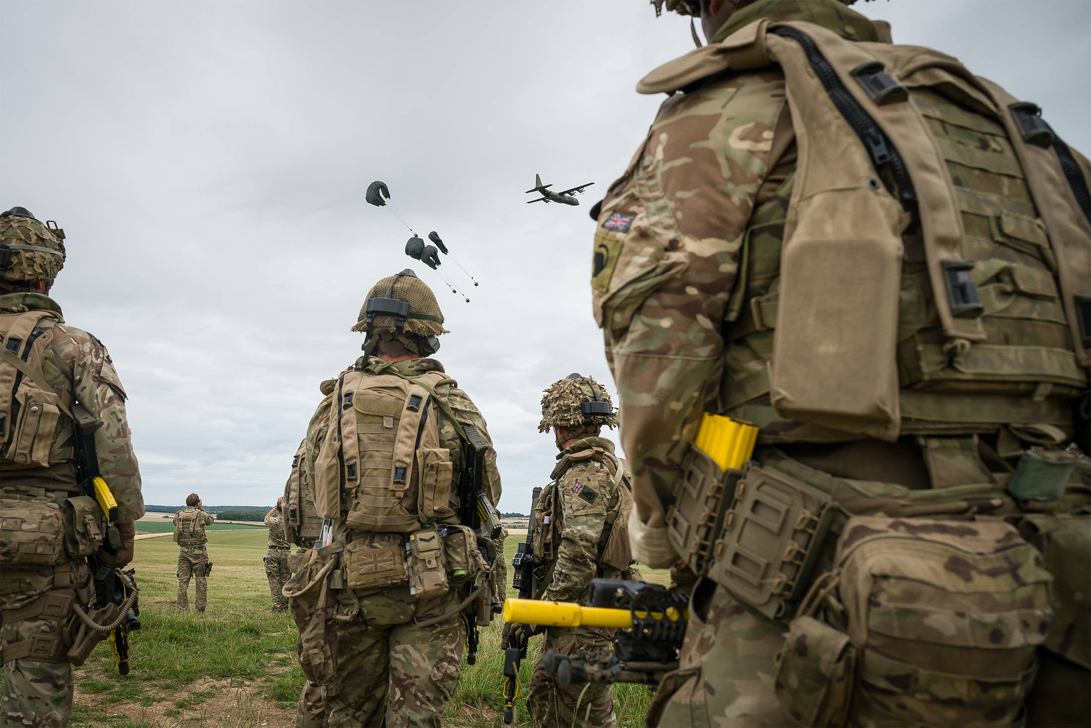 British Armed Forces Task Group Prepares To Join UN Peacekeeping Force In Mali  -  1x 1 - U.K. Cuts Army and Invests in Space Defense and Drone Warfare