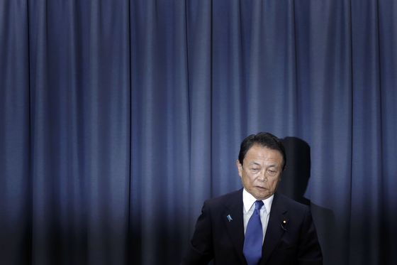 Japan Finance Minister to Take Pay Cut Over Document Scandal