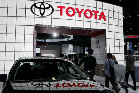 Toyota Says U.S. Sales to Top 2 Million on Camry, Prius Demand