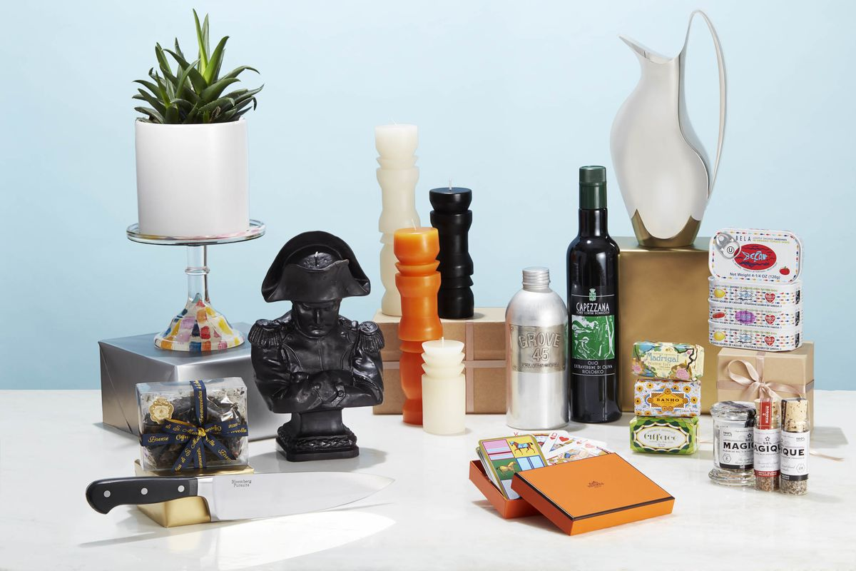 The Best Gifts to Bring Your Host on a Summer Weekend Away