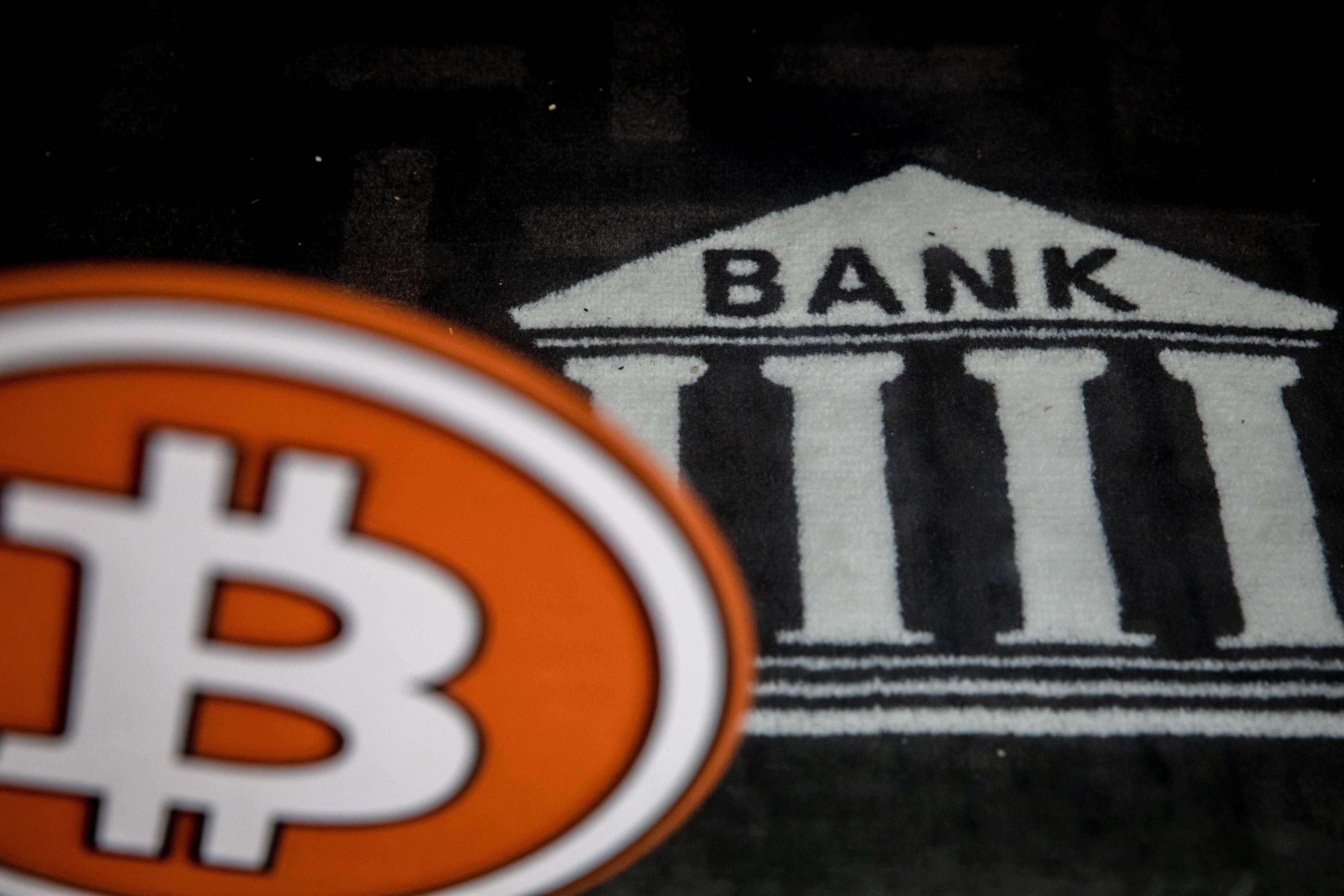 bitcoin central bank grėsmė)