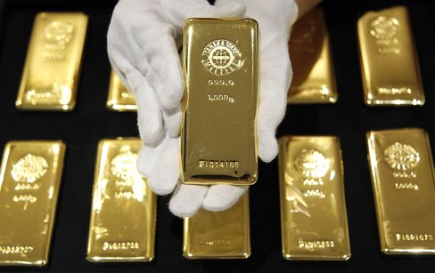 Gold Extends Rally as Aussie Gains Before China GDP; Corn Sinks