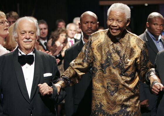 Mandela's Friend and Lawyer, George Bizos, Dies at 92