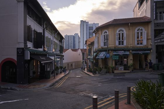 Singapore PM Lee Plans to Fine-Tune Foreign Worker Policies