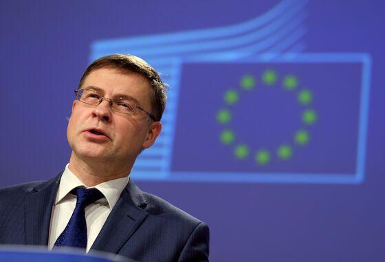 Von Der Leyen Blames EU Trade Chief for Vaccine Export Gaffe