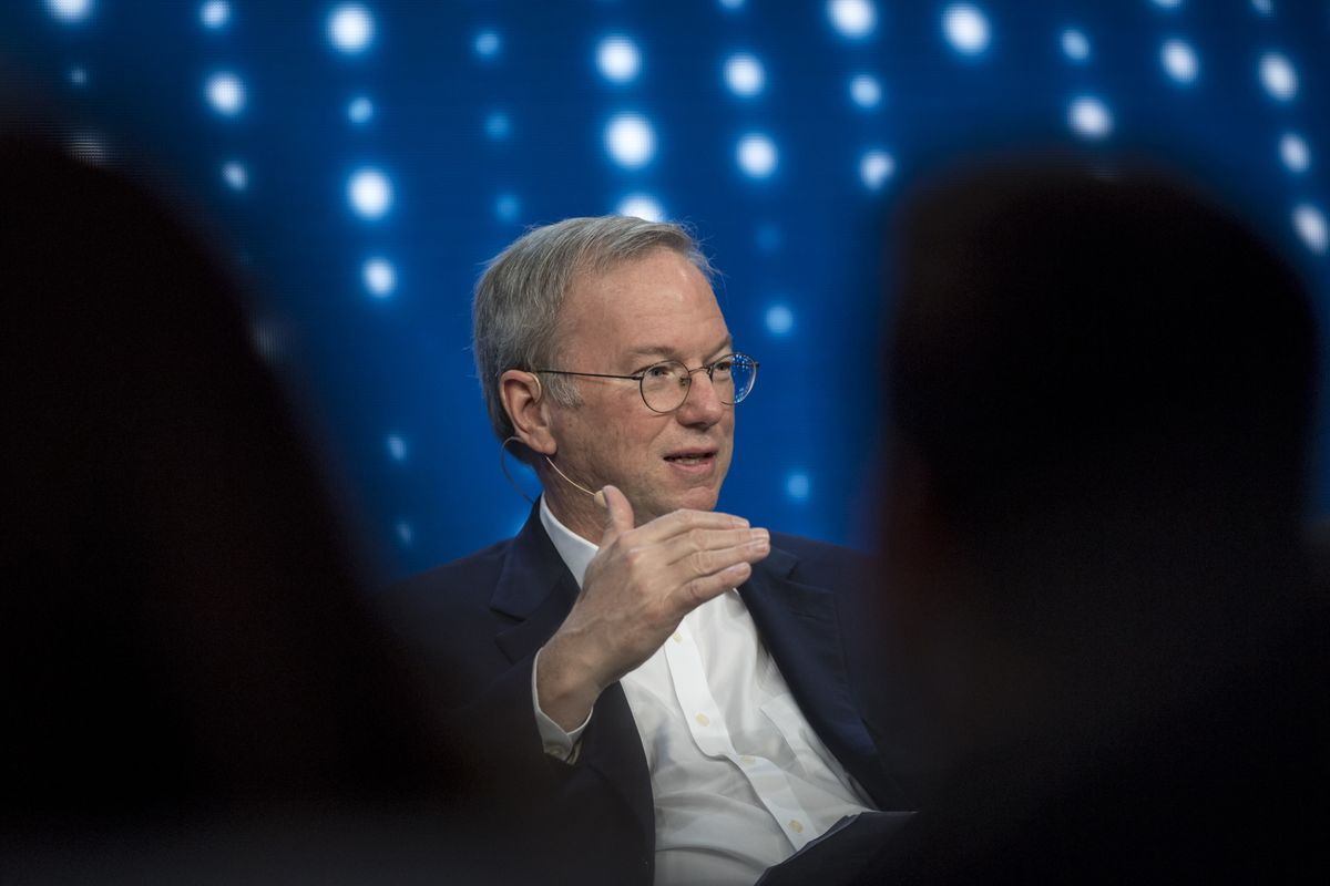 Former Google CEO Calls Social Networks 'Amplifiers for Idiots'