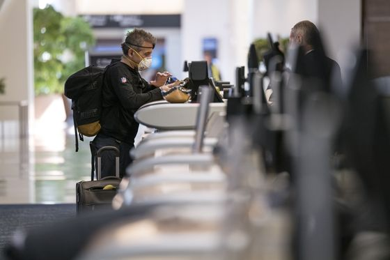 AirlinesBalanceFewer Flights With AngryTravelers Seeking Social Distance