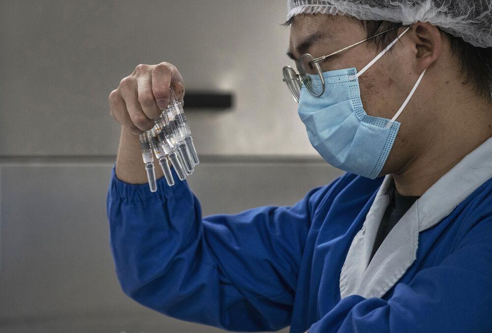 Preparing the CoronaVac vaccine in Beijing.