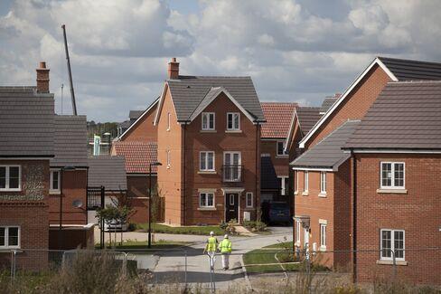 U.K. House Prices Extend Drop