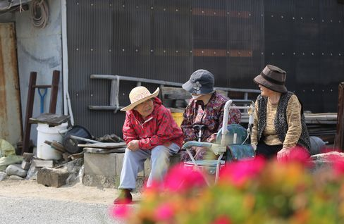 Japan's Pension Fund Cutting Local Bond Holdings to Buy Equities