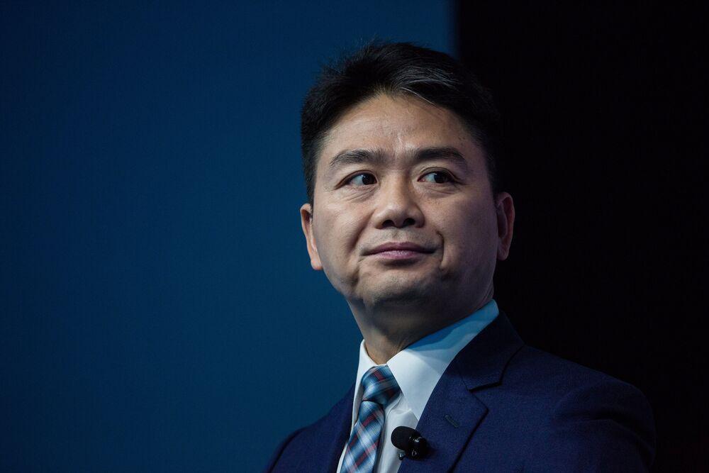 Billionaire Richard Liu Seen With Rape Accuser in Surveillance Clips