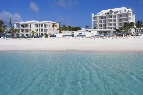 マノアブティックホテルの目前に広がるビーチ