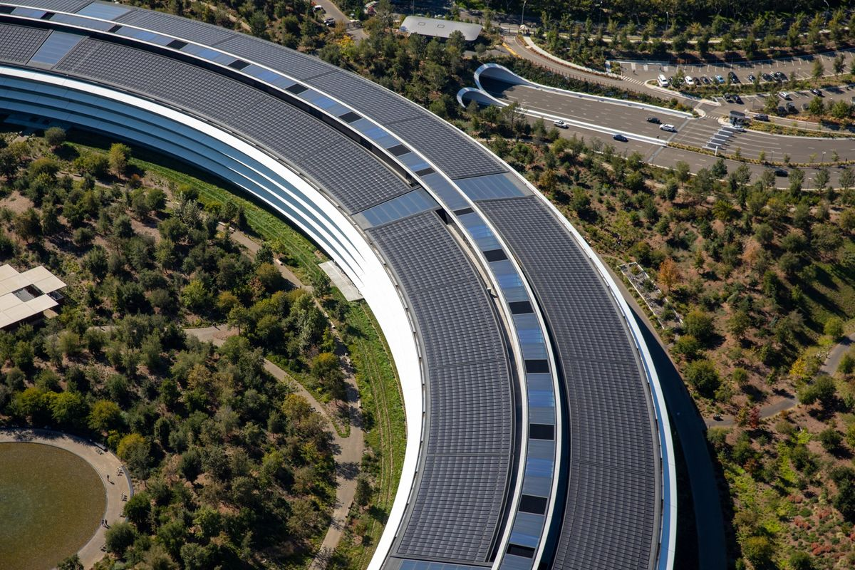 Apple Hires Former BMW Executive for Its Rebooted Car Project thumbnail