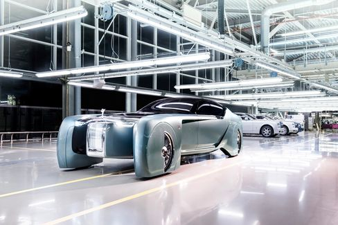 The Rolls-Royce Vision Next 100 is built with the same length and height proportions as the extended wheelbase Rolls-Royce Phantom.