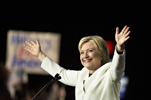 メール問題で犯罪に相当せずとの結論得たクリントン候補