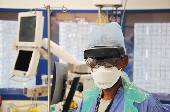London Doctors Use Microsoft AR Goggles to Reduce Virus Exposure