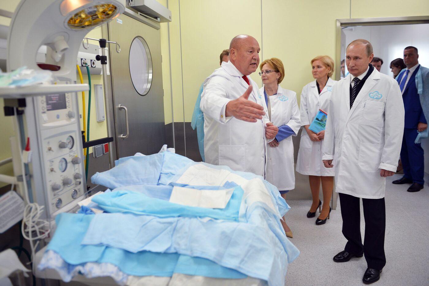 El presidente ruso Putin visita el nuevo Centro Federal Perinatal en Moscú