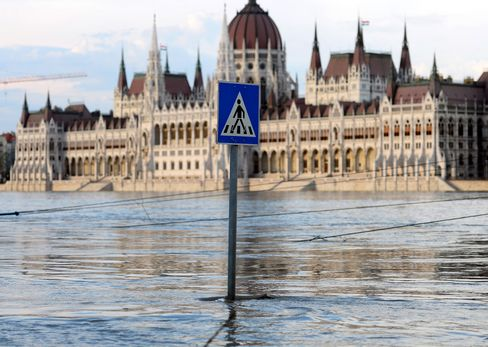 Hungary Contains Budapest Danube Flood as German Dikes Burst