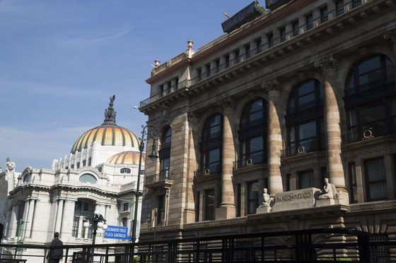 Banxico Has No Windfall for the Government After Late Peso Rally