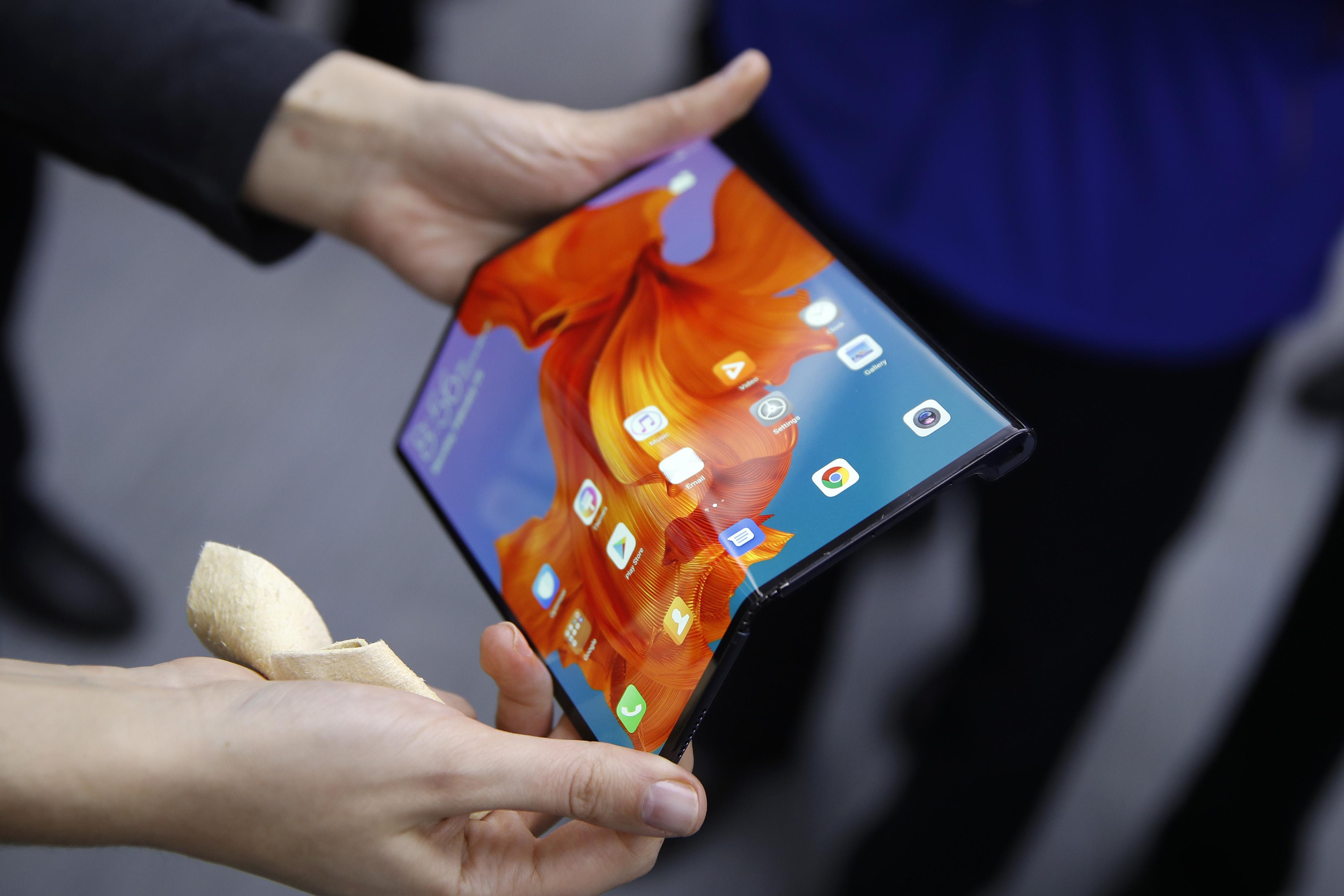 bloomberg.com - Stefan Nicola - Trump Blockade of Huawei Fizzles in European 5G Rollout