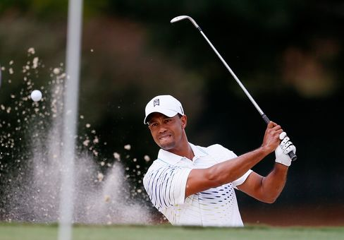 Tiger Woods Tied With Rose for Lead at Golf's Tour Championship