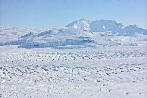 Antarctica Researchers Seek Life in Lake 2 Miles Under Ice