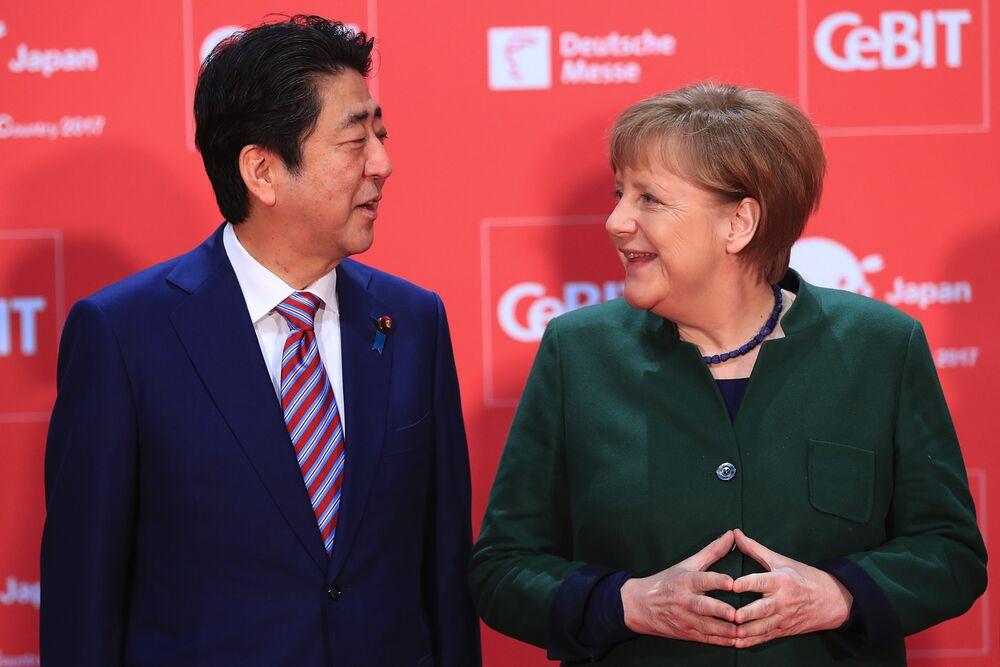 Германия и Япония настаивают на свободной торговле, Меркель ищет союзника против Трампа