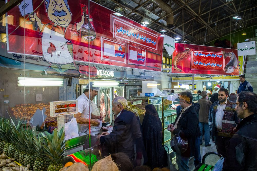 Iranians Line Up at Dawn for a Sanctions Meal They Can