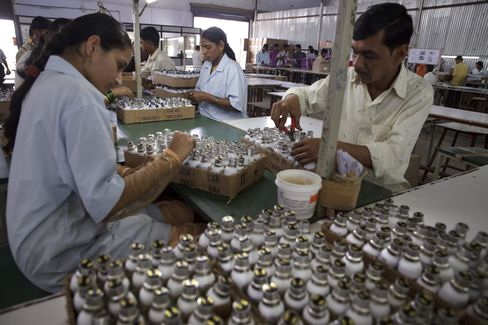 India Industrial-Output Growth Rebounds From Earlier Contraction