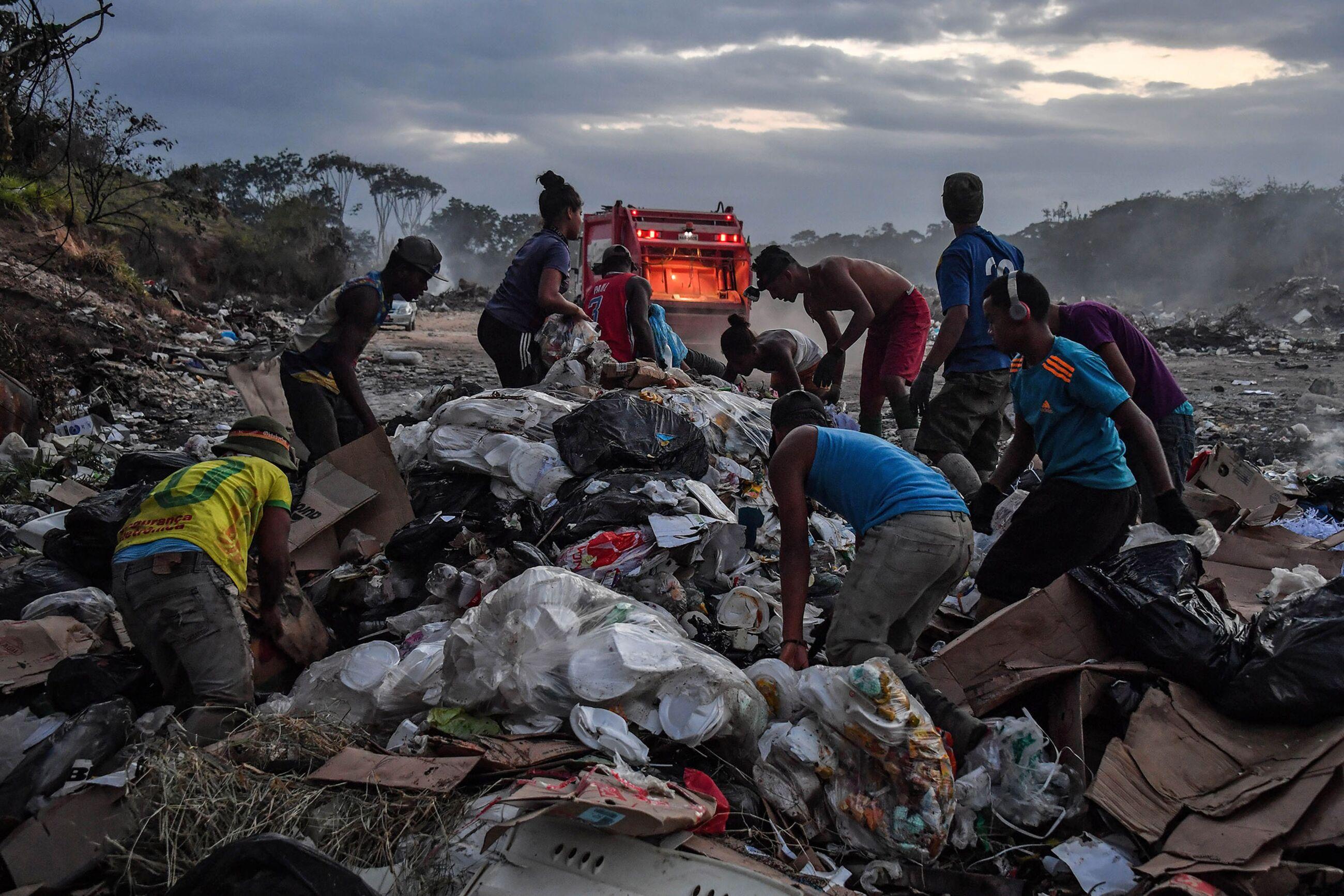 TOPSHOT-BRAZIL-VENEZUELA-CRISIS-BORDER-LANDFILL