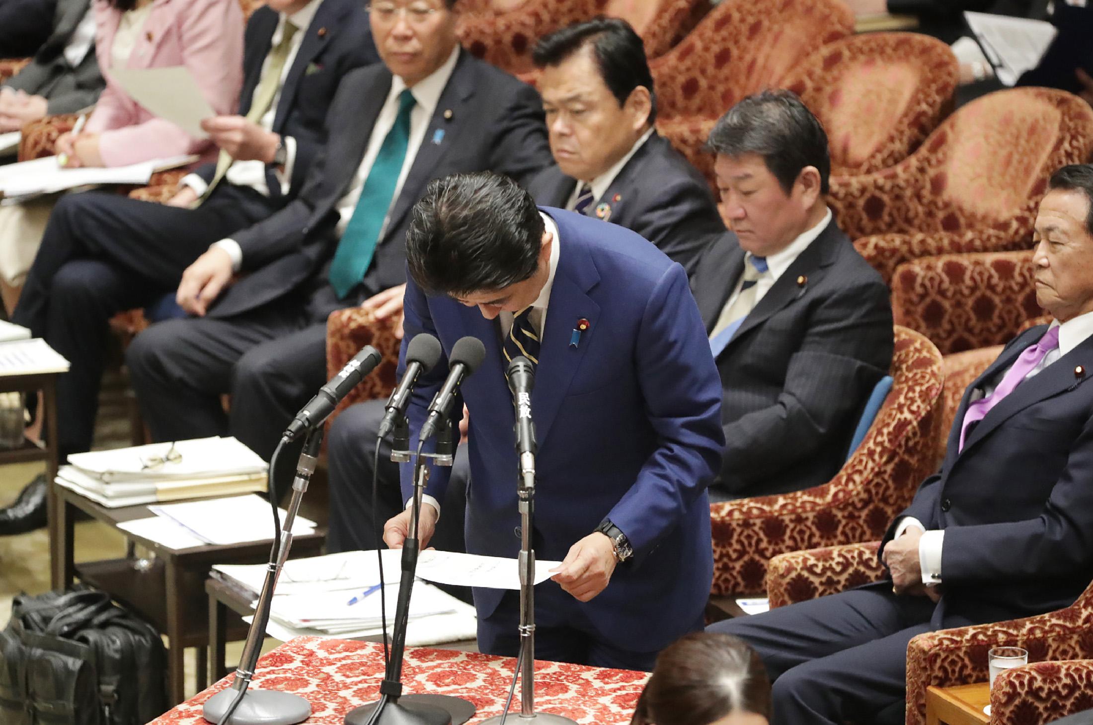 日本経済、新型肺炎で2期連続マイナス成長も-万全期すと安倍首相 - Bloomberg