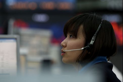 Foreigners Sell Most Korean Stocks Since May on Yen, Tension