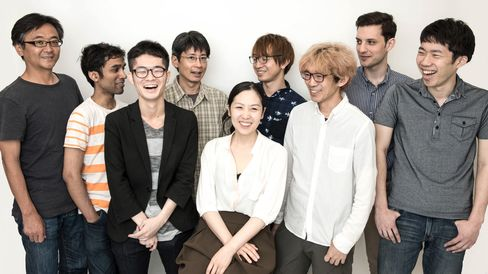 Naomi Kurahara, co-founder and CEO of Infostellar, Inc., middle, and Infostellar employees. Source: Infostellar