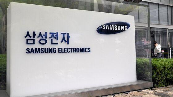 Samsung to Hire 40,000 in $205 Billion Three-Year Spree