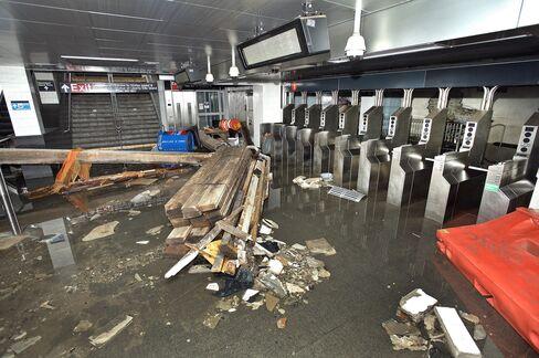 NYC Subway-Station-Turned-Fish-Tank Poses $600 Million Dilemma