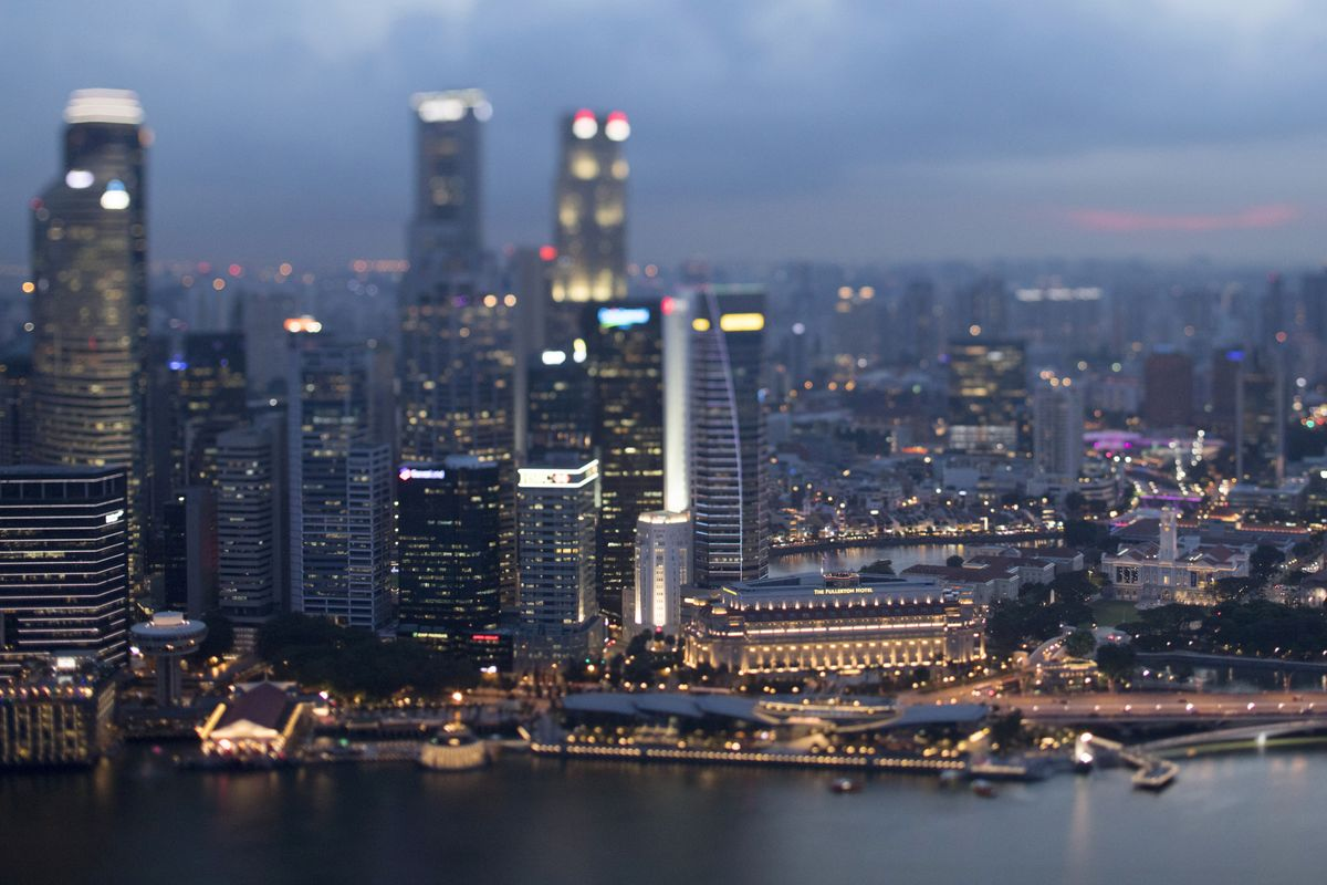 Rising Odds of Singapore Easing May See Yields Go Up, Not Down