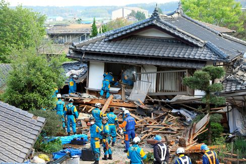 Rescue operations at a collapsed house in Nishihara on April 16.