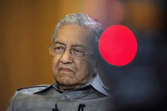 Mahathir Takes Coronavirus Test as He Goes Into Quarantine