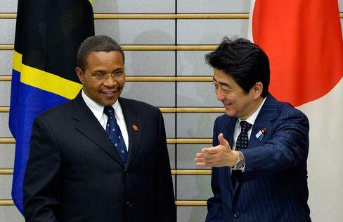 Jakaya Kikwete and Shinzo Abe